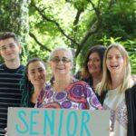 Parada Seniorów 2017- malowanie transparentow (53)